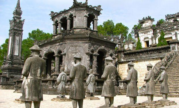 Hogyan látogasson el Hue síremlékeire és más látnivalókra