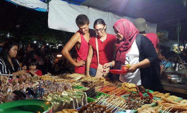 I migliori cibi di strada da provare in Indonesia