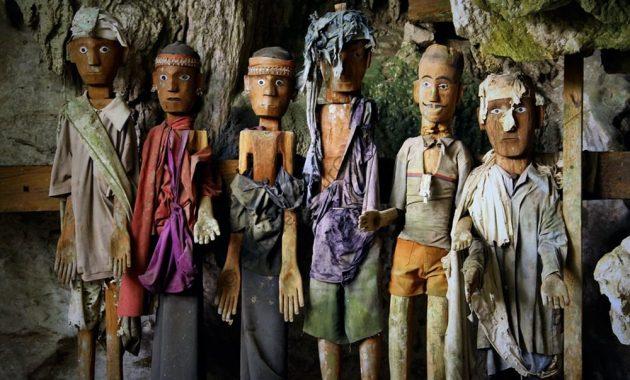 Tau-tau: les gardiens silencieux de Toraja