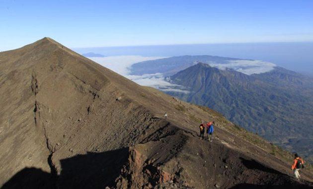 gunung agung trekking