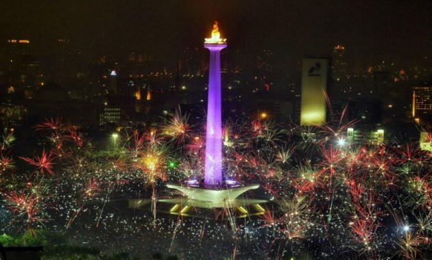 Monumento nazionale ascendente di Monas di Jakarta in Indonesia