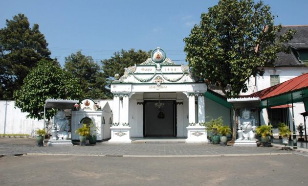 Donopratopo gate